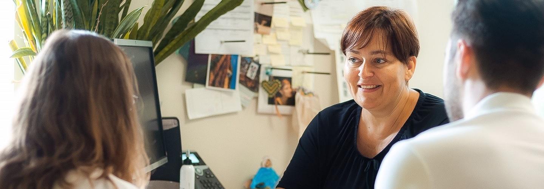 Foto einer Dame bei einer Beratung